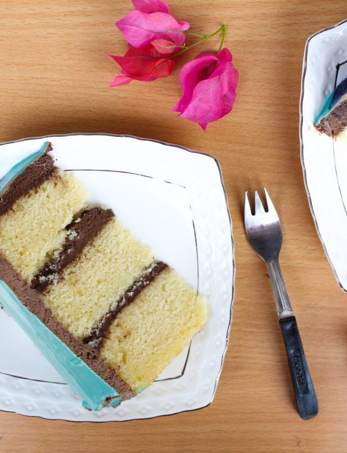 Vanilla cake with chocolate ganache frosting